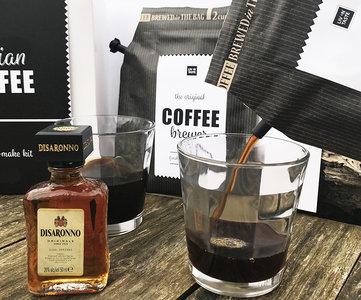 koffie-giftset-amaretto-uitgestald-GÖTT'S