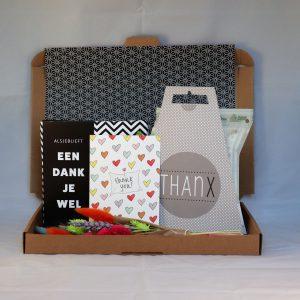 chocolade_droogbloemen_kaart_thee_dankjewel_bedankt_thanks_brievenbuscadeau_giftsbygötts