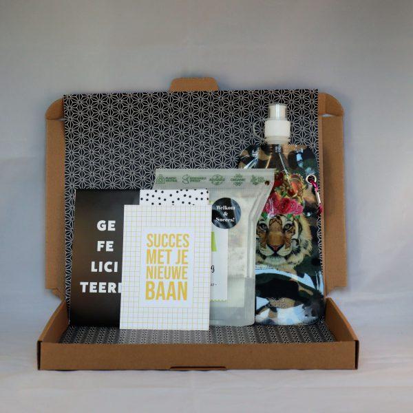 chocolade_kaart_thee_waterfles_gefeliciteerd_nieuwebaan_succes_nieuwecollega_tijger_brievenbuscadeau_giftsbygötts