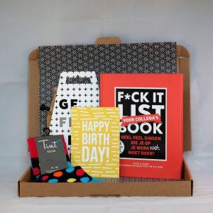 koffie_sokken_kaart_boek_mondriaan_kaart_gefeliciteerd_Bday_collega_mannencadeau_verjaardag_brievenbuscadeau_giftsbygötts