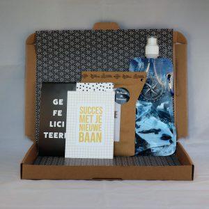 chocolade_kaart_koffie_waterfles_gefeliciteerd_nieuwebaan_succes_nieuwecollega_kompas_brievenbuscadeau_giftsbygötts