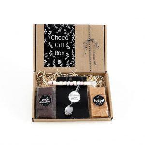 chocolademelk_chocomelk_giftbox_bloementhee_fudge_theelepel_chocoladespek_chocolade_brievenbuspost_handgeschrevenkaart_persoonlijk_GIFTSbyGÖTTS