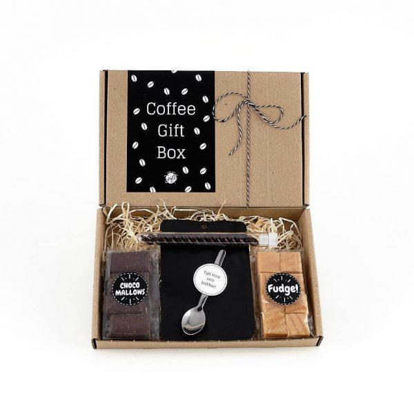 koffie_coffee_bakkie_leut__giftbox_bloementhee_fudge_theelepel_chocoladespek_chocolade_brievenbuspost_handgeschrevenkaart_persoonlijk_GIFTSbyGÖTTS