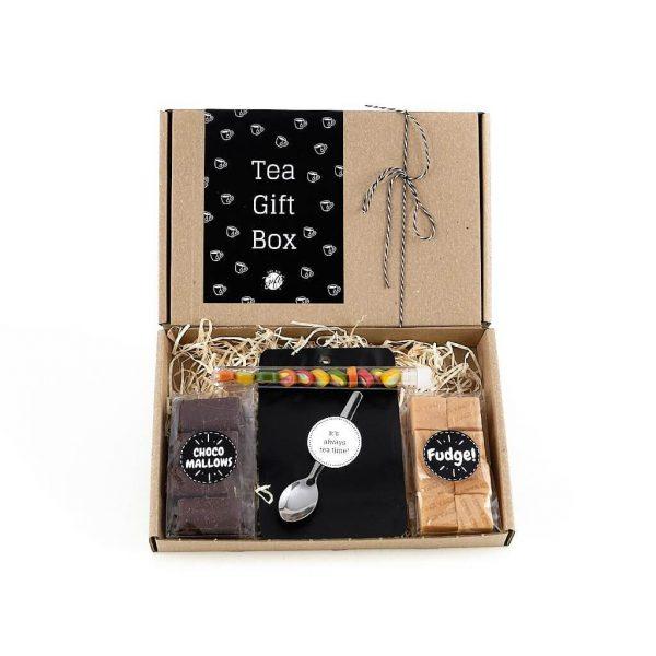 thee_tea_giftbox_bloementhee_fudge_theelepel_chocoladespek_chocolade_brievenbuspost_handgeschrevenkaart_persoonlijk_GIFTSbyGÖTTS